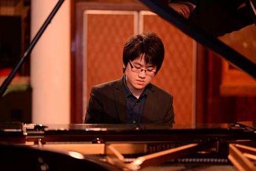 Nghệ sĩ piano trẻ Lưu Đức Anh với những thành tích âm nhạc đáng tự hào đã được đề cử là một trong mười gương mặt trẻ tiêu biểu thủ đô và 10 gương mặt trẻ triển vọng toàn quốc năm 2017