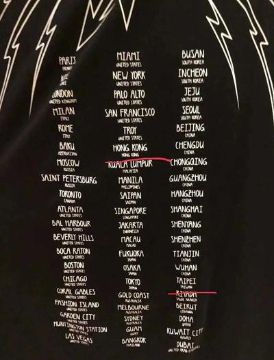 Givenchy cũng có thiết kế tương tự.