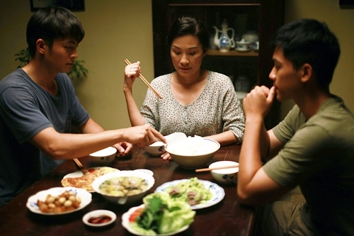 Hồng Đào lấy nước mắt khán giả với vai bà mẹ có con đồng tính - ảnh 2