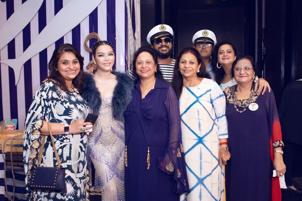 Lý Nhã Kỳ diện váy xuyên thấu đính pha lê ở Ấn Độ