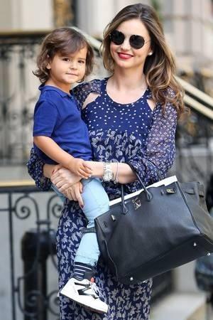Miranda Kerr và Flynn - con riêng của cô với chồng cũ Orlando Bloom. Sau khi cưới Miranda, Evan Spiegel nói Eonline vinh dự khi được làm cha dượng của Flynn. Ảnh: Pinterest.