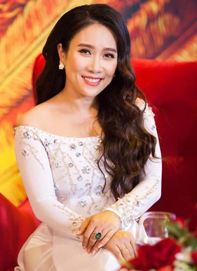 Ca sĩ Vân Khánh.