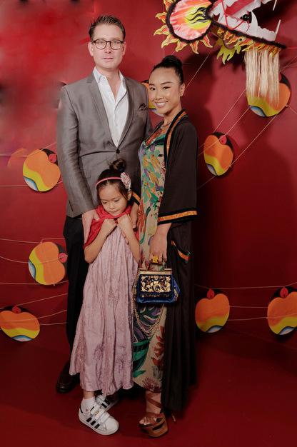 Đoan Trang đi event cùng chồng con.