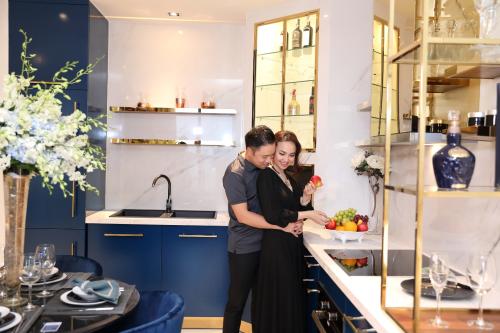 Bếp là nơi Đinh Ngọc Diệp thích nhất khi bước vào căn hộ.
