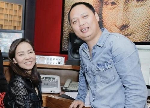 Nhạc sĩ Nguyễn Hải Phong (phải) và Thu Minh ở một buổi tập nhạc năm 2017. Anh là tác giả ca khúc Taxi, Đường cong. Ảnh: nhân vật cung cấp.