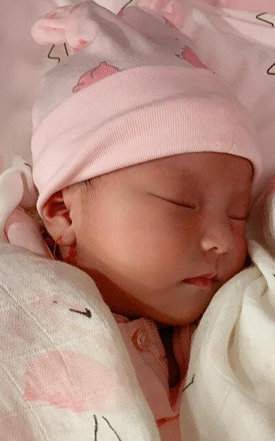 Lê Phương khoe con gái sơ sinh - ảnh 1