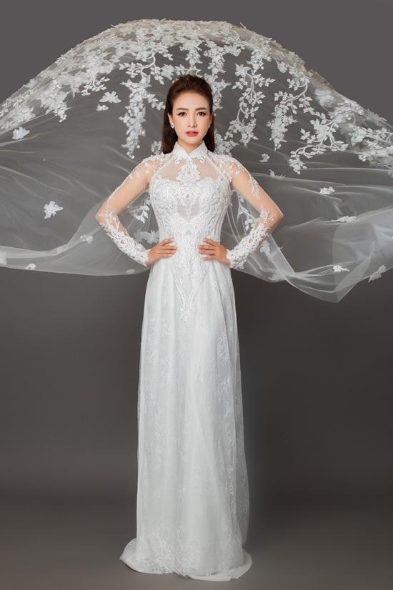 Lê Bê La làm mẫu áo dài cưới