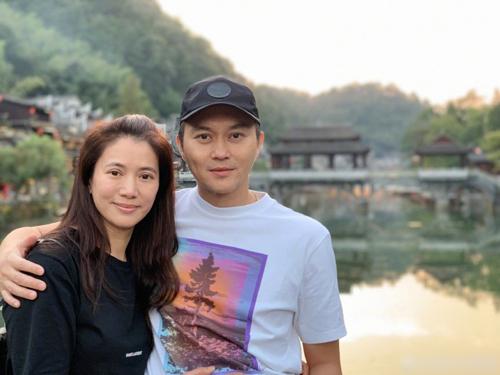 Ngày 25/9, Viên Vịnh Nghi đăng trên trang cá nhân loạt ảnh du lịch cùng chồng.