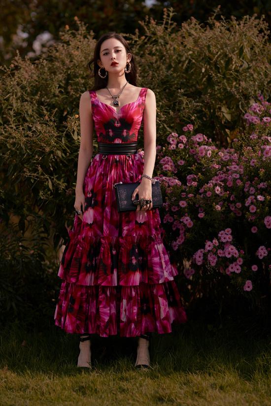 Mỹ nữ Tân Cương xem thời trang ở Paris