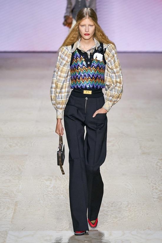 Louis Vuitton lăng xê túi hình băng cassette