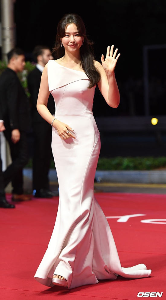 'Nữ hoàng cảnh nóng Hàn Quốc' dự thảm đỏ