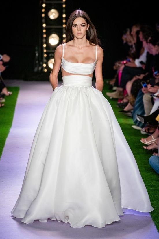 Váy cưới được khen trên sàn diễn Xuân Hè 2020
