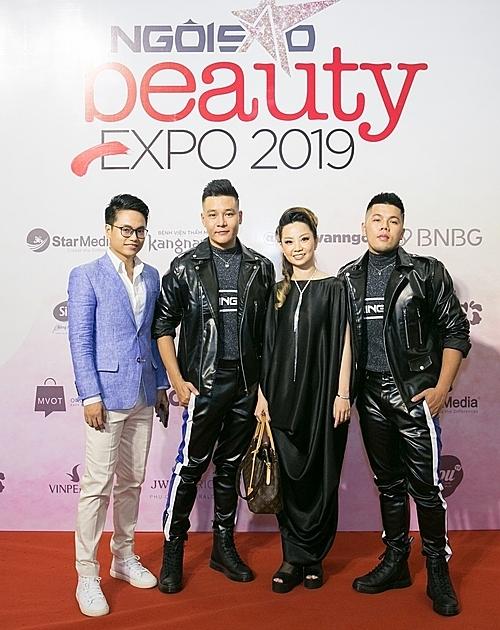 Stylist Huỳnh Quang Nhật (đầu tiên bên tay trái) cùng chuyên gia trang điểm Thanh Phan (thứ ba từ trái sang), cặp đôi Quân - Pu đều