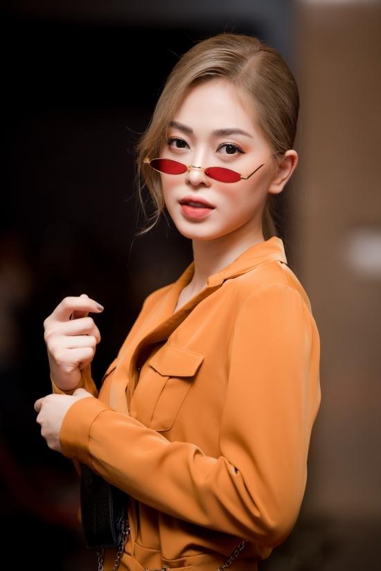 Sơn Tùng M-TP đeo mốt kính thập niên 1970