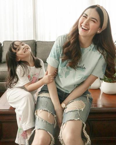 Mỹ nhân đẹp nhất Philippines bên con gái - 1