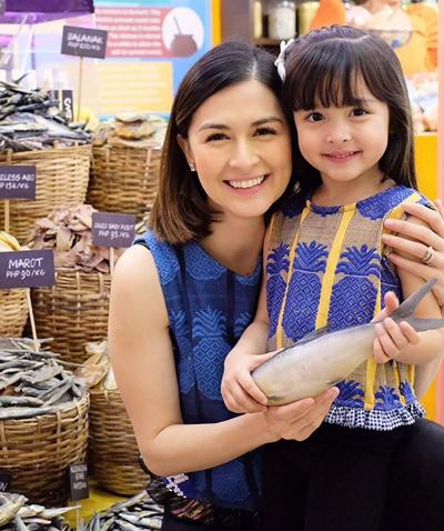 Mỹ nhân đẹp nhất Philippines bên con gái - 4