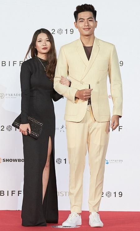 Diễn viên Quốc Anh (phải), nhà quay phim Linh Đan tại sự kiện Đêm Hàn Quốc trong khuôn khổ LHP Busan, tối 7/10. Ảnh: BHD.