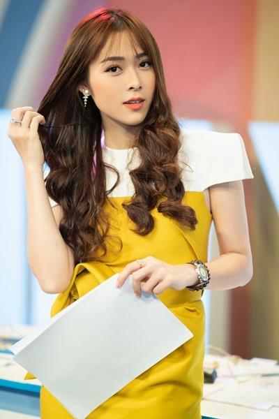 Diệp Bảo Ngọc tham gia ghi hình cho game show ở TP HCM. Ảnh: Tiến Trần.