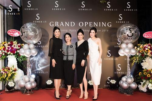 Mẹ chồng Lan Hương dự khai trương showroom Sohee Bắc Giang