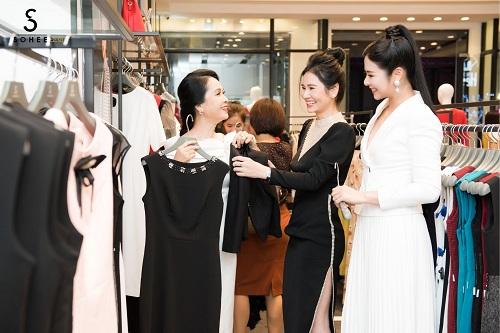 Mẹ chồng Lan Hương dự khai trương showroom Sohee Bắc Giang - 2