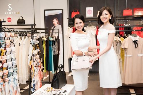 Mẹ chồng Lan Hương dự khai trương showroom Sohee Bắc Giang - 4