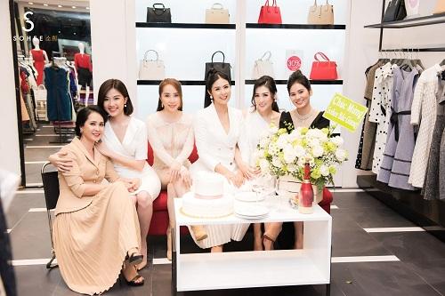 Mẹ chồng Lan Hương dự khai trương showroom Sohee Bắc Giang - 10