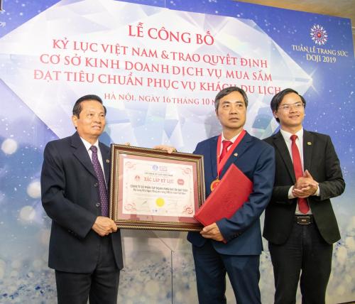 Lương Thùy Linh giới thiệu 6 bảo vật kỷ lục của DOJI - ảnh 8