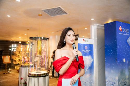 Lương Thùy Linh giới thiệu 6 bảo vật kỷ lục của DOJI - ảnh 1