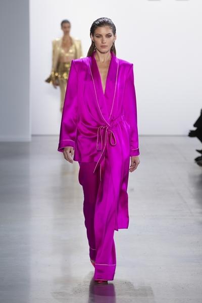 Mẫu thiết kế từng được anh giới thiệu trên sàn runway New York Fashion Week.