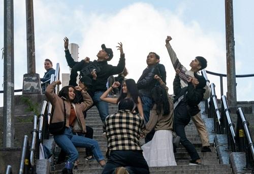 Du khách tụ tập ở cầu thang Joker. Ảnh: AFP.