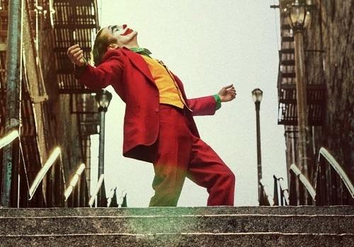 Cảnh Joker nhảy. Ảnh: Warner Bros.