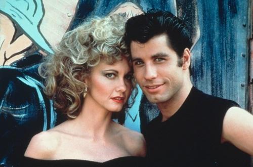 Olivia Newton-John (trái) và John Travolta - hai diễn viên chính của phim. Ảnh: Paramount.