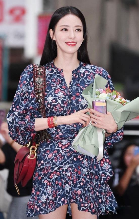 Gu mặc tôn dáng của Lee Da Hee