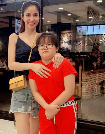 Thảo Trang bên con gái - Cherry. Ảnh: T.T.