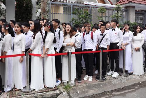 Các fan diện diện đồng phục học sinh cấp 3.