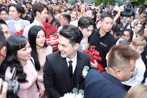 Các phụ dâu, cũng là talent công ty Ông Cao Thắng và Đông Nhi, chúc mừng hạnh phúc đàn anh.
