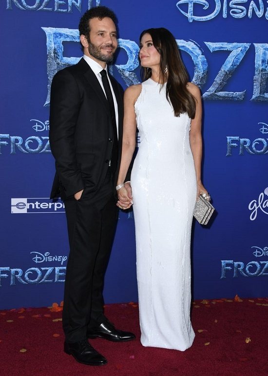 Selena Gomez cùng em gái ra mắt 'Frozen 2'