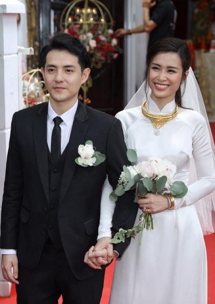 Áo dài cưới phong cách thập niên 1960 của Đông Nhi - ảnh 1