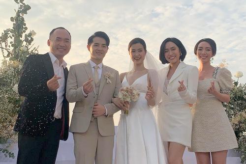 Vợ chồng Thu Trang, Tiến Luật (ngoài cùng), diễn viên Diệu Nhi và cô dâu chú rể.