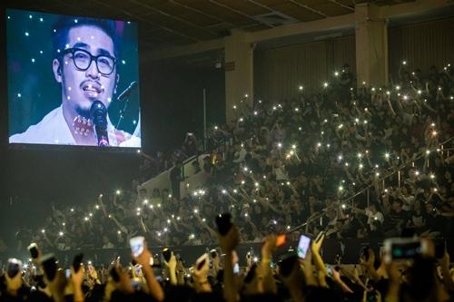 Vũ - khách mời của đêm nhạc - được khán giả hưởng ứng. Ảnh: Thành Nguyễn.