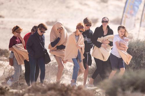 Angelina Jolie mang bốn con tới phim trường - ảnh 1