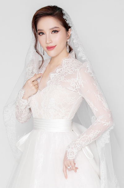 Ca sĩ Bảo Thy diện váy của nhà thiết kế Chung Thanh Phong. Ảnh: Tee Le.