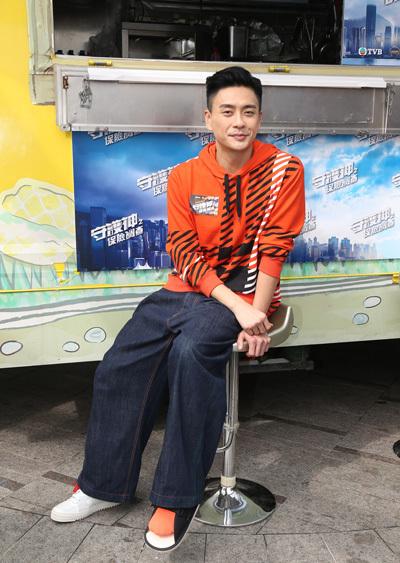Huỳnh Tông Trạch mê quần áo màu sắc - ảnh 4