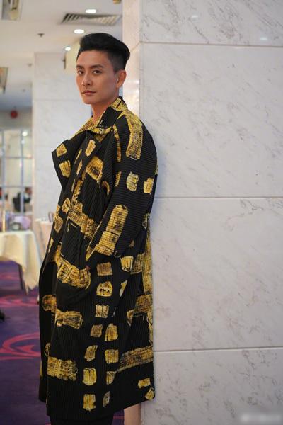 Huỳnh Tông Trạch mê quần áo màu sắc - ảnh 6