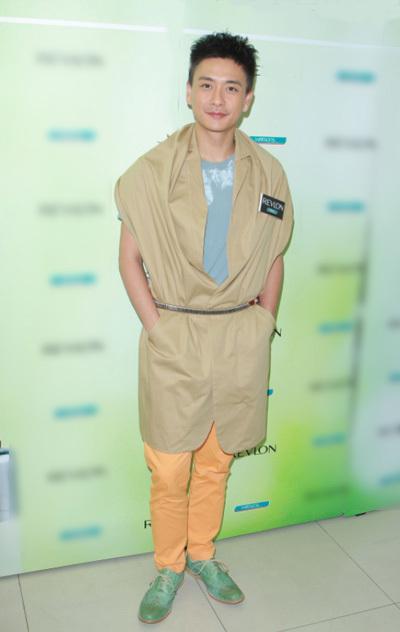 Huỳnh Tông Trạch mê quần áo màu sắc - ảnh 7
