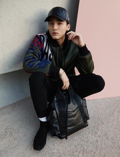 Mẫu nam Hàn Quốc đóng MV của Min - ảnh 7