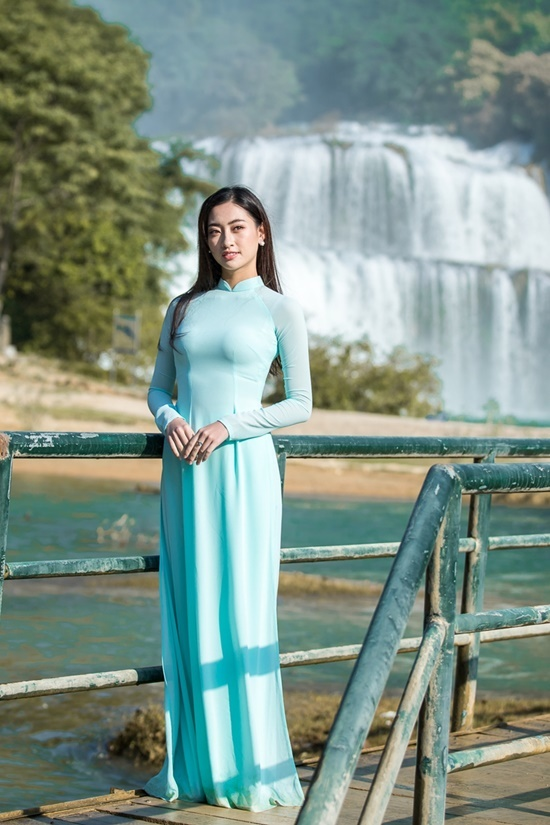 Lương Thùy Linh giới thiệu bản thân tại Miss World