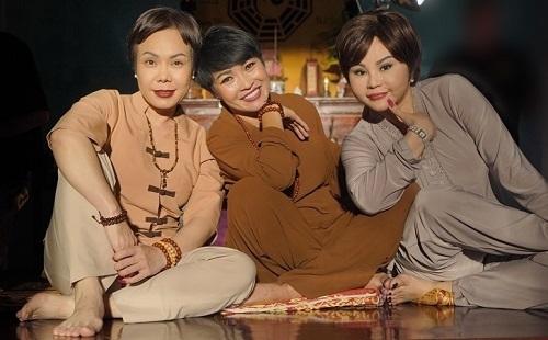 Từ trái sang: Việt Hương, Phương Thanh và Lê Giang - đóng vai hài trong Pháp sư mù. Ảnh: CGV.