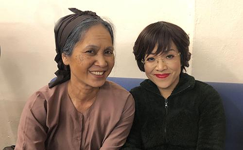 NSND Lan Hương (trái) và MC Thảo Vân trong hậu trường Táo quân 2019.
