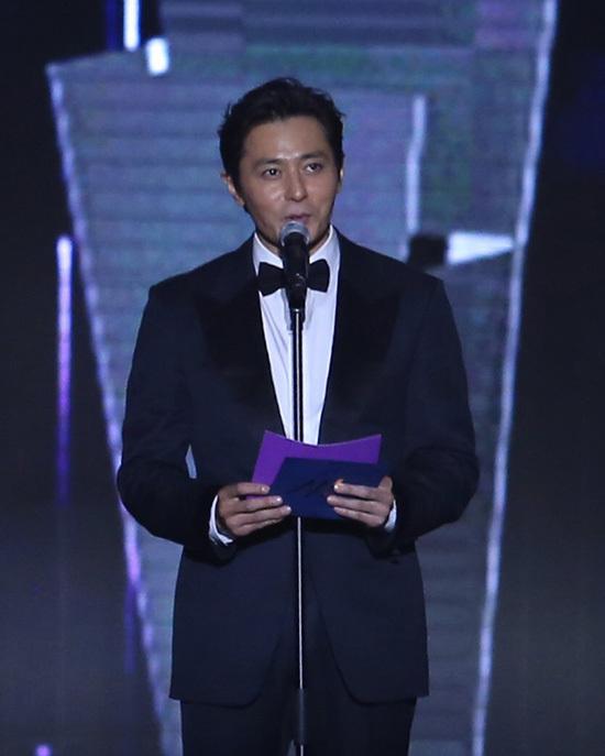 Jang Dong Gun trao giải cho Bảo Thanh, Quốc Trường